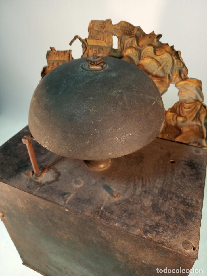 Relojes de pared: Reloj Morez de pared. Péndulo de tijera plegable y grandes pesas de plomo macizas, incluye llave. - Foto 17 - 190936223