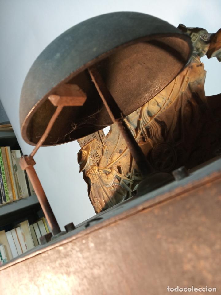 Relojes de pared: Reloj Morez de pared. Péndulo de tijera plegable y grandes pesas de plomo macizas, incluye llave. - Foto 18 - 190936223