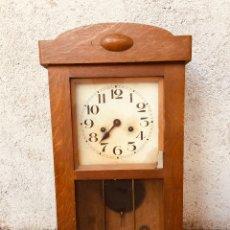 Relojes de pared: RELOJ DE PARED CARRILLON AÑOS 30 SIN MARCA CAJA MADERA DE ROBLE CON LLAVE. Lote 191548807