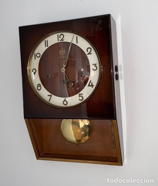 RELOJ AÑOS 50 , PERFECTO ESTADO CAJA Y MAQUINARIA MANUAL VINTAGE (Relojes - Pared Carga Manual)