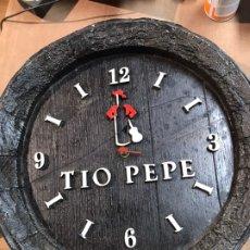 Relojes de pared: RELOJ DE PARED MADERA - TIO PEPE - LE FALTA UNA DE LAS AGUJAS - 38X38.5CM. Lote 192228122