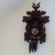 Relojes de pared: ORIGINAL RELOJ DE CUCO SELVA NEGRA, AUTÓMATA DE MÚSICA, FIGURAS MOVIBLES, AÑOS ' 90. Lote 192235347