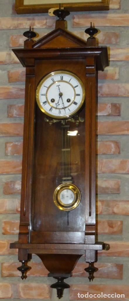 RELOJ ALFONSINO CAJA DE MADERA EN FUNCIONAMIENTO.ESFERA DE PORCELANA.PÉNDULO. CARGA MANUAL (Relojes - Pared Carga Manual)