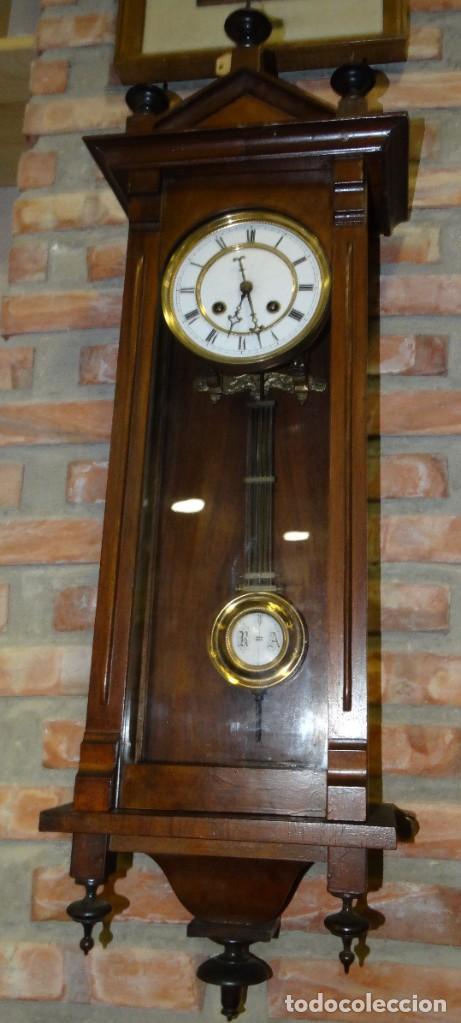 Relojes de pared: RELOJ ALFONSINO CAJA DE MADERA EN FUNCIONAMIENTO.ESFERA DE PORCELANA.PÉNDULO. CARGA MANUAL - Foto 2 - 193018405
