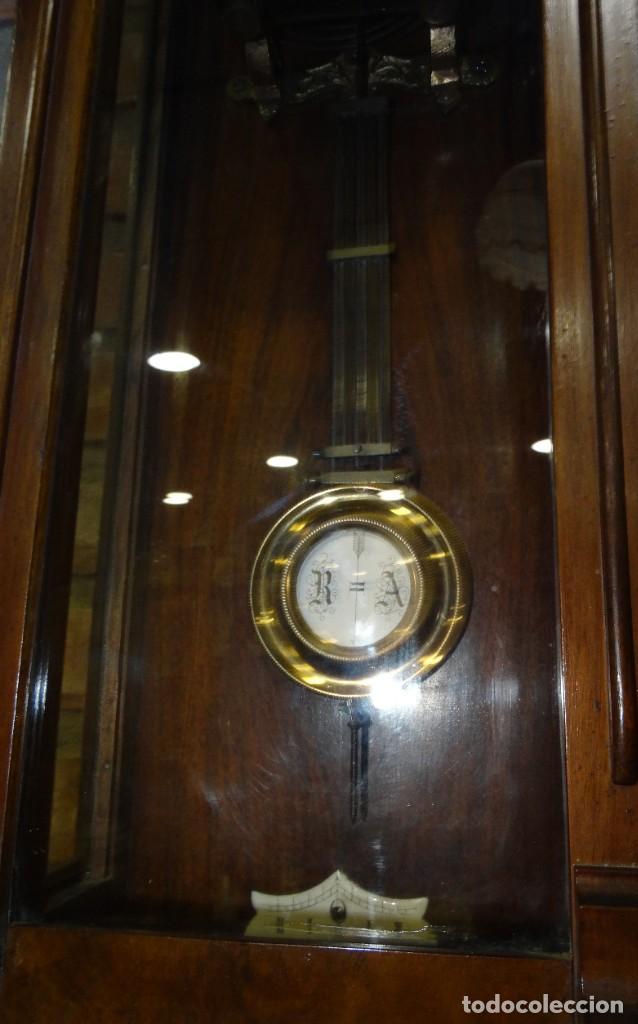 Relojes de pared: RELOJ ALFONSINO CAJA DE MADERA EN FUNCIONAMIENTO.ESFERA DE PORCELANA.PÉNDULO. CARGA MANUAL - Foto 3 - 193018405