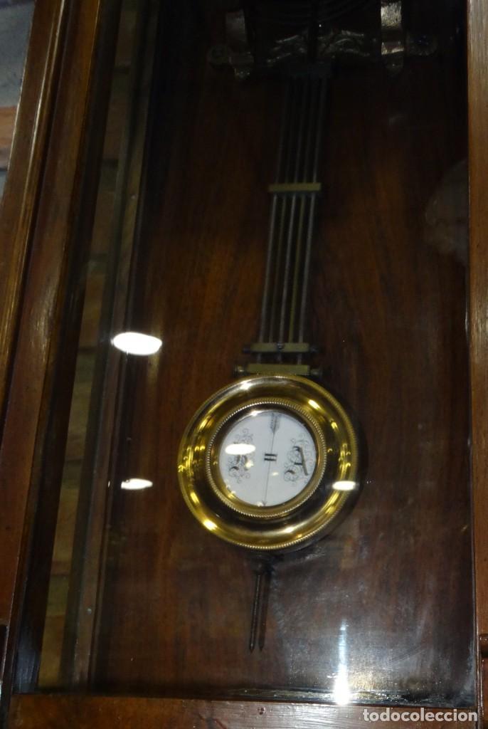 Relojes de pared: RELOJ ALFONSINO CAJA DE MADERA EN FUNCIONAMIENTO.ESFERA DE PORCELANA.PÉNDULO. CARGA MANUAL - Foto 4 - 193018405