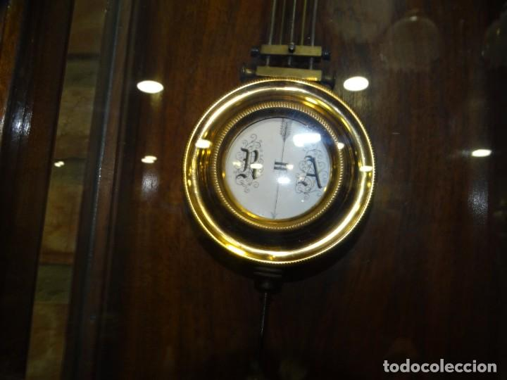 Relojes de pared: RELOJ ALFONSINO CAJA DE MADERA EN FUNCIONAMIENTO.ESFERA DE PORCELANA.PÉNDULO. CARGA MANUAL - Foto 5 - 193018405