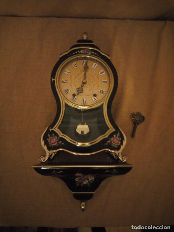 RELOJ CON PEDESTAL Y SONERIA ELUXA SWISS MADE,CARGA MANUAL ,PINTADO A MANO. (Relojes - Pared Carga Manual)