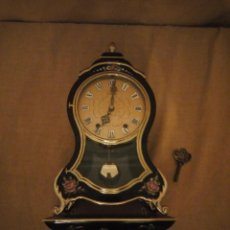 Orologi da parete: RELOJ CON PEDESTAL Y SONERIA ELUXA SWISS MADE,CARGA MANUAL ,PINTADO A MANO.. Lote 193969153