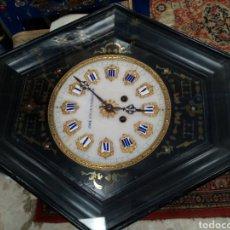 Relojes de pared: RELOJ TIPO OJO DE BUEI ESFERA EN MÁRMOL MARQUETERÍA EN BRONCE Y CAERY S. XIX.. Lote 194306388