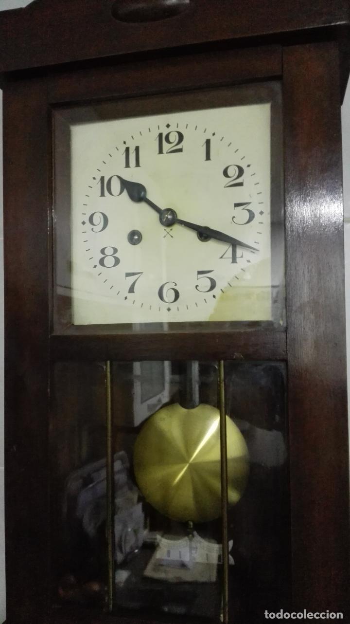 Relojes de pared: RELOJ PARED DE MADERA, A CUERDA, CON PENDULO, MEDIDA 60 X 28 X 15 CM - Foto 2 - 194326427