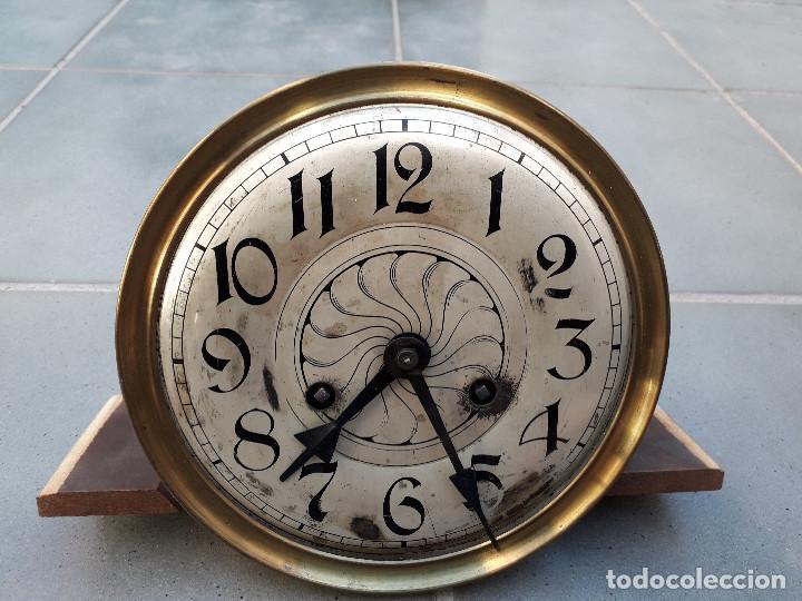 Relojes de pared: reloj de pared de madera, mecanismo funciona pero uno de los muelles salta, 64x38x17cm aprox - Foto 12 - 194387563