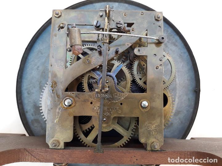Relojes de pared: reloj de pared de madera, mecanismo funciona pero uno de los muelles salta, 64x38x17cm aprox - Foto 15 - 194387563