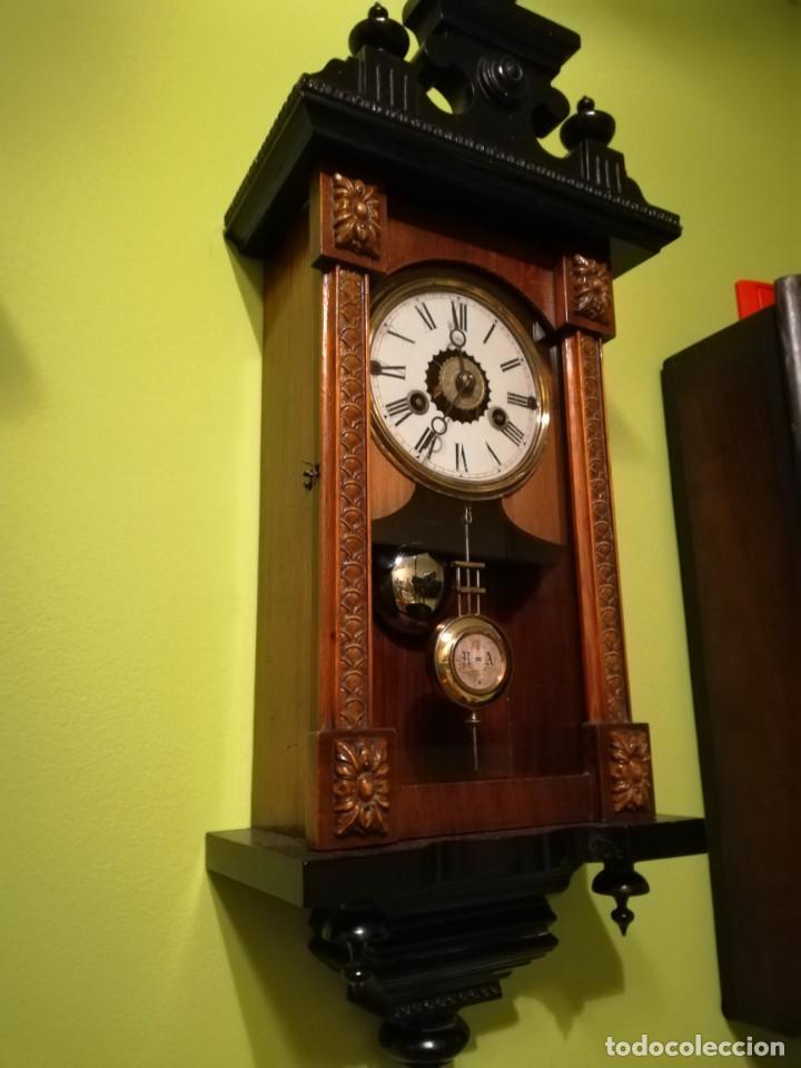 Relojes de pared: RELOJ DE PARED 60x23 cm pendulo R=A ESFERA DE 11 CM - Foto 2 - 194405947