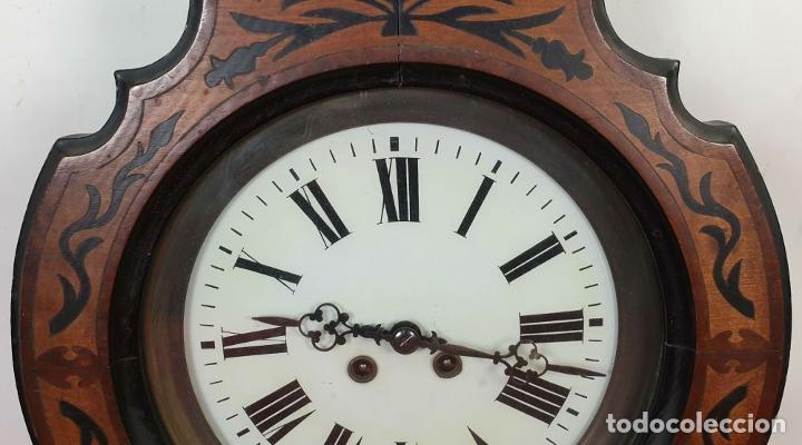 Relojes de pared: RELOJ DE PARED. OJO DE BUEY. ESTILO ISABELINO. MADERA CON MARQUETERÍA. SIGLO XIX. - Foto 15 - 156982610