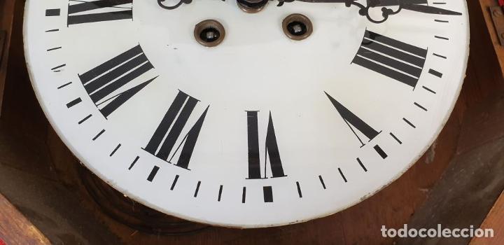 Relojes de pared: RELOJ DE PARED. OJO DE BUEY. ESTILO ISABELINO. MADERA CON MARQUETERÍA. SIGLO XIX. - Foto 18 - 156982610