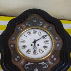 Relojes de pared: ANTIGUO RELOJ OJO DE BUEY CON INCRUSTACIONES DE NÁCAR FUNCIONA. Lote 194649920