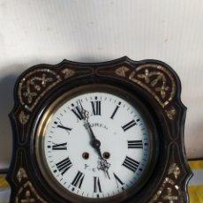 Relojes de pared: ANTIGUO RELOJ OJO DE BUEY PEQUEÑO CON INCRUSTACIONES DE NÁCAR SIGLO XIX. Lote 194677338