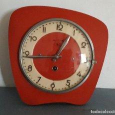 Relojes de pared: RELOJ DE PARED AÑOS 60/70 APROX, B.C, PARIS,15 JOURS, NECESITA ATENCION 23X23CM APROX. Lote 195084802