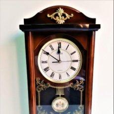 Relojes de pared: INCREIBLE RELOJ PARED DOS MOTORES DE PENDULO - 51.CM ALTO TODO DE PASTA CON CRISTAL. Lote 195215013