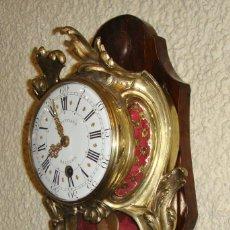 Relojes de pared: MAGNIFICO RELOJ DE PARED DE CARGA MANUAL. S.XVIII. BRONCE DORADO. JEAN-BAPTISTE BAILLON. . Lote 196112562