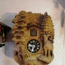 Relojes de pared: RELOJ DE CUCO ANTIGUO, MECANICO Y FUNCIONANDO OK. CARATULA DE LA ALEMANIA ESTE. VER VÍDEO. Lote 196951283