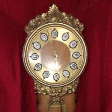 Relojes de pared: BONITO RELOJ DE PARED MADERA Y METAL. Lote 197484256