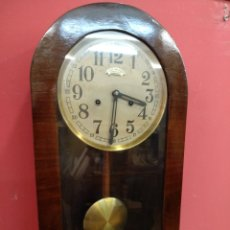 Relojes de pared: ANTIGUO RELOJ DE PARED. FUNCIONA. Lote 198184906