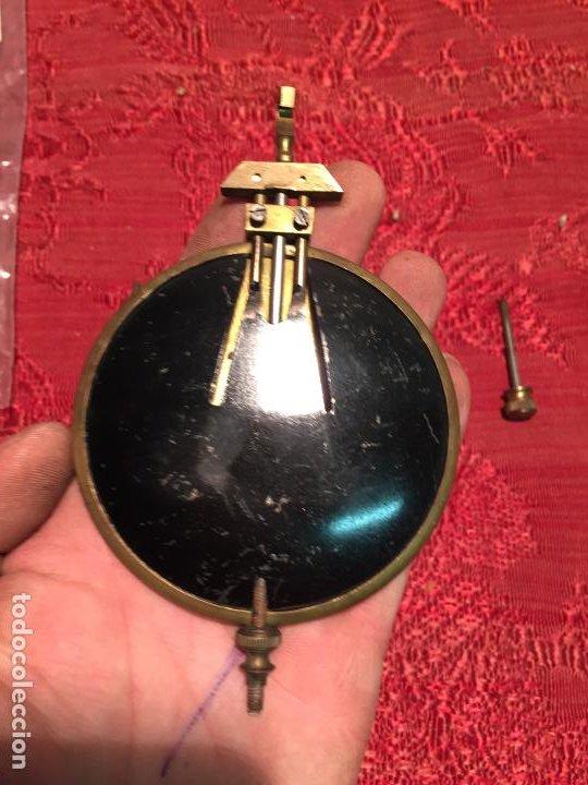 Relojes de pared: Antiguo pendulo de latón para reloj de pared de los años 50-60 - Foto 5 - 198370060