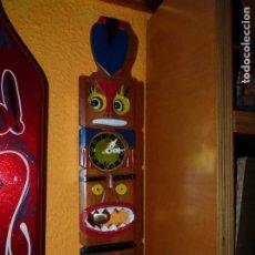 Relojes de pared: GENIAL RELOJ MI-KEN FORMA TIKI TOTEM AUTÓMATA OJOS SE MUEVEN CON PENDULO JAPAN AÑOS 60 ESCASO. Lote 198853010