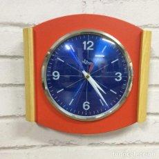 Relojes de pared: RELOJ DE PARED ROSSO FRASSINO BY DOMENICO E DOMENICONI ITALIA 1970`S. Lote 199051993