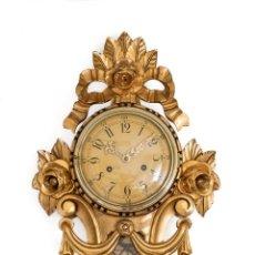 Relojes de pared: MAGNÍFICO RELOJ DE PARED SUECO, DE MADERA CON PAN DE ORO,DE CUERDA MANUAL,DE LOS AÑOS 60. Lote 199321667
