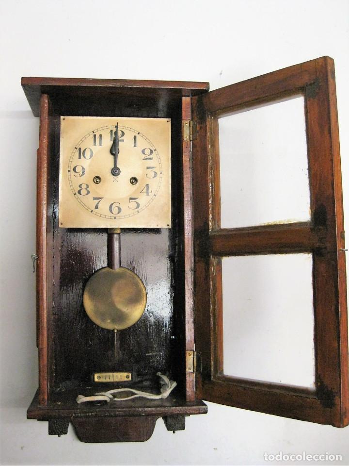 ANTIGUO RELOJ DE PARED RESTAURADO, FUNCIONANDO CON SU LLAVE ORIGINAL (Relojes - Pared Carga Manual)