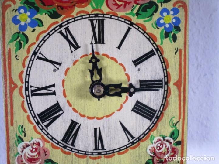 Relojes de pared: PRECIOSO DE MADERA PINTADA A MANO reloj de pared, colorido flores, 18,5 x 13 cm, con peso + péndulo - Foto 5 - 201200136