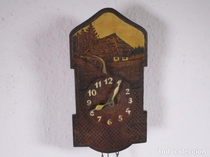 Relojes de pared: antiguo Madera reloj pared, selva negra casa, grabado y pintado 18,5x9,5 cm,peso + péndulo S XIX - Foto 4 - 201203787