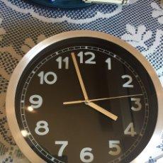 Relojes de pared: RELOJ DE COCINA PARED PLATA Y NEGRO. Lote 204843088