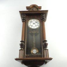 Orologi da parete: ANTIGUO RELOJ DE PARED DE PENDULO MARCADO EN ESFERA ESPAÑA. Lote 205025671