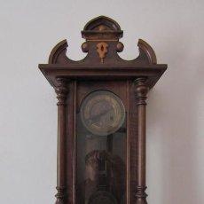 Relojes de pared: ANTIGUO RELOJ DE CUERDA MECÁNICA DE PARED ALEMÁN AÑO PERIODO 1880 1900 FUNCIONA Y DA SUS CAMPANADAS. Lote 205039431