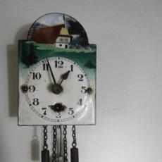 Orologi da parete: CURIOSO PEQUEÑO RELOJ DE PARED - CUCO SELVA NEGRA - METAL ESMALTADO - COMPLETO - FUNCIONA. Lote 205147887