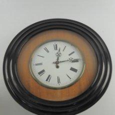 Orologi da parete: ANTIGUO RELOJ DE MADERA A CUERDA BONITA PIEZA DE DECORACIÓN O COLECCION. Lote 205161950