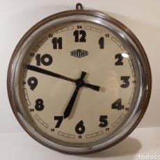 Relojes de pared: ANTIGUO RELOJ DE PARED MARCA ROMAN. FUNCIONANDO. Lote 205783240