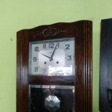 Orologi da parete: RELOJ DE PARED EN MADERA DE ROBLE FUNCIONANDO.. Lote 205812717