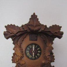 Relojes de pared: RELOJ ANTIGUO DE PARED ALEMÁN CUCU CUCO PÉNDULO FUNCIONA CON PESAS DE LA ALEMANIA ORIENTAL COMUNISTA. Lote 206163043