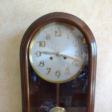Relojes de pared: ANTIGUO RELOJ PARED CAJA MADERA RESTAURADO FUNCIONA!. Lote 206476278