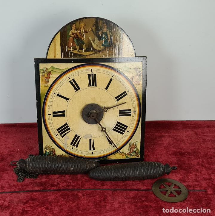 RELOJ DE PARED. RATERA. FRONTAL DE MADERA POLICROMADA. SELVA NEGRA. SIGLO XIX. (Relojes - Pared Carga Manual)