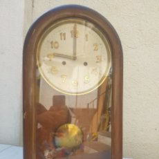 Relojes de pared: BONITO RELOJ DE PARED, CARGA MANUAL CAJA DE MADERA. Lote 208750342