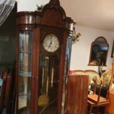 Relojes de pared: MAGNIFICO RELOJ DE PIE PENDULO CON VITRINA. Lote 209630055