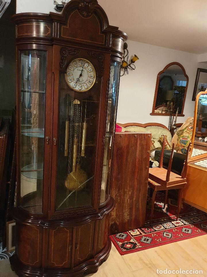 Relojes de pared: MAGNIFICO RELOJ DE PIE PENDULO CON VITRINA - Foto 25 - 209630055