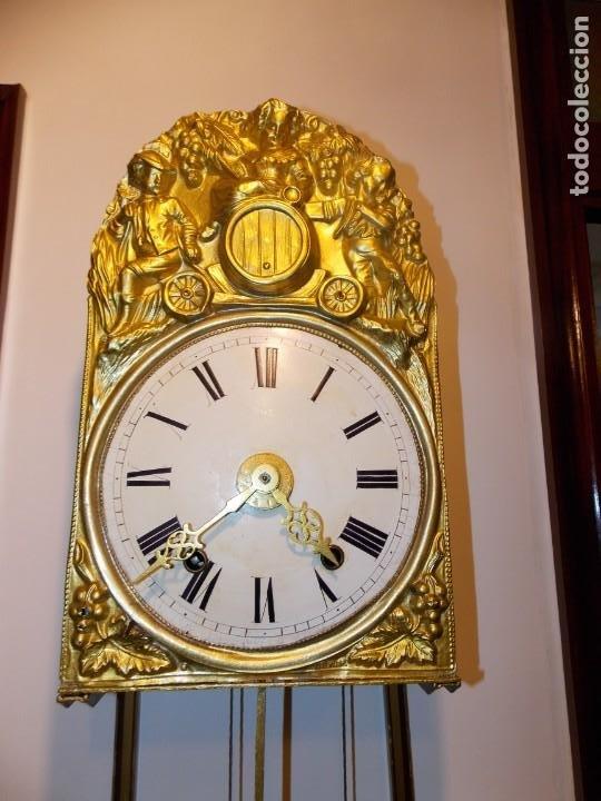 ANTIGUO RELOJ MOREZ FRANCES DE CHAPA - MOTIVO VENDIMIA (Relojes - Pared Carga Manual)