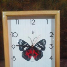 Relojes de pared: BONITO RELOJ DE PARED CON MARCO DE MADERA(FUNCIONA). Lote 210638664